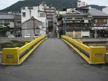 黄色い橋が目印です…。